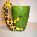 grön mugg med gul giraff