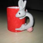 röd mugg grån kanin