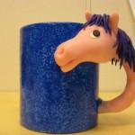 blå mugg rosa häst